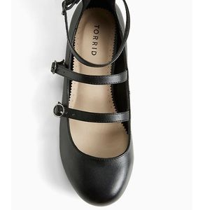 Torrid straps and buckles flats